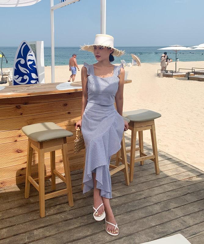 夏天來了 就是少不了條紋海洋風 白色純棉衫