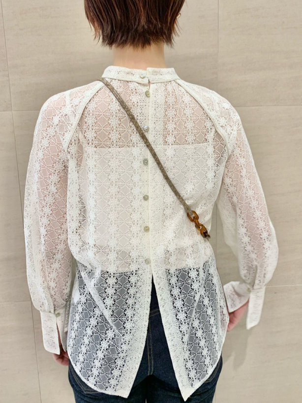 LuxyStar日本代購 Lily Brown早春新品典雅直紋花朵透膚氣質上衣